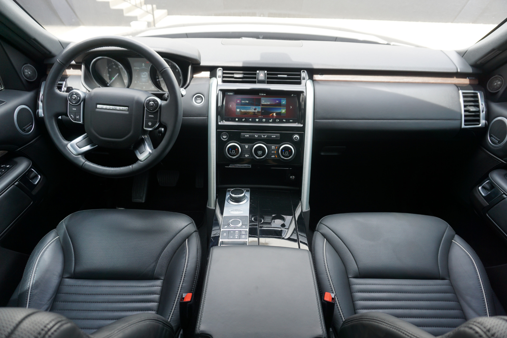 Used-2017-Land-Rover-Discovery-HSE-Luxury-Td6