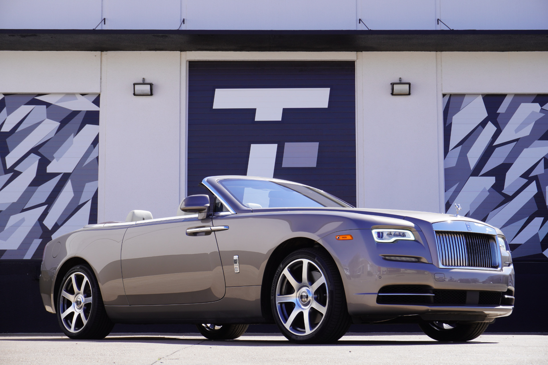 Used 2016 Rolls-Royce Dawn  | Addison, TX