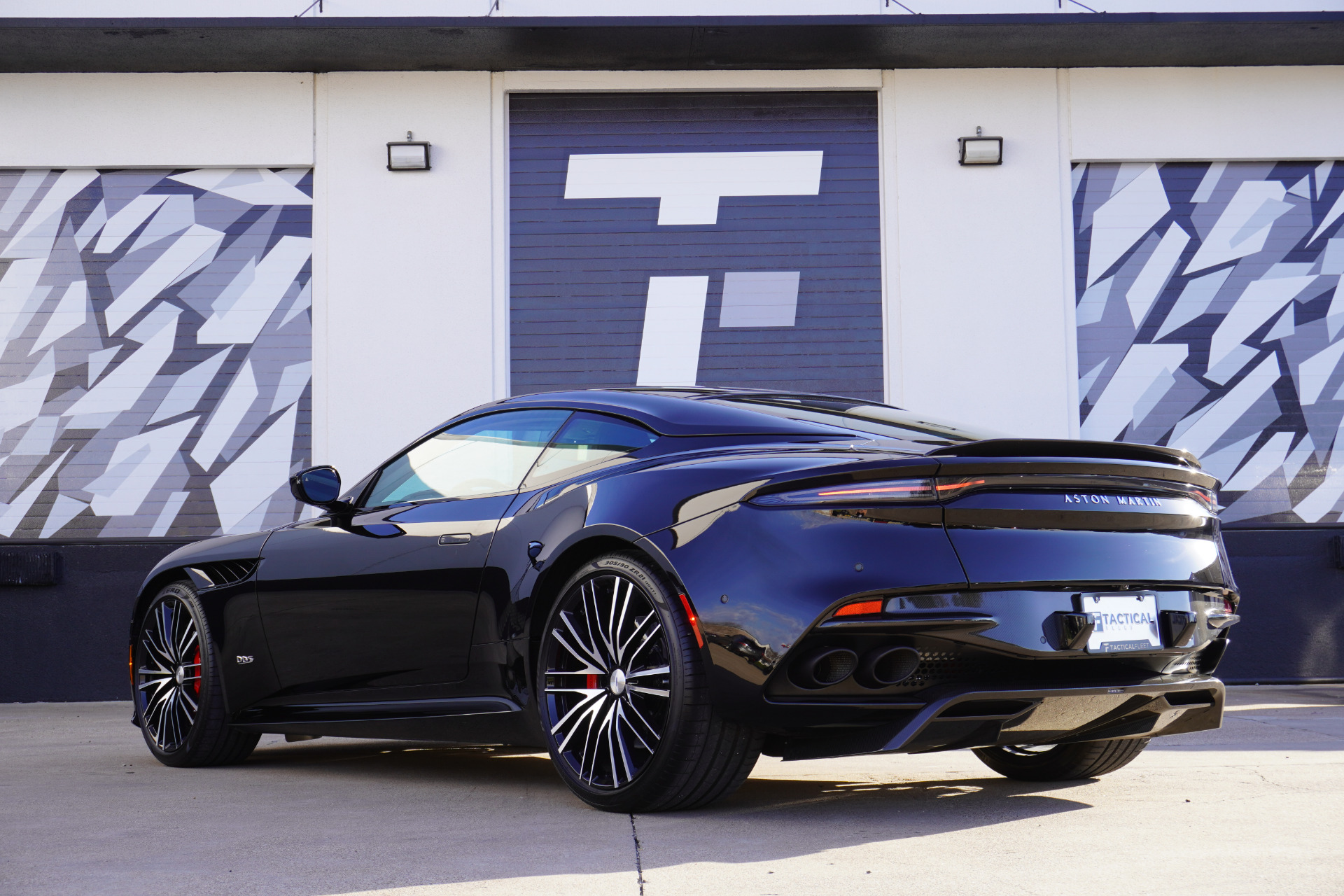 Used-2020-Aston-Martin-DBS-Superleggera