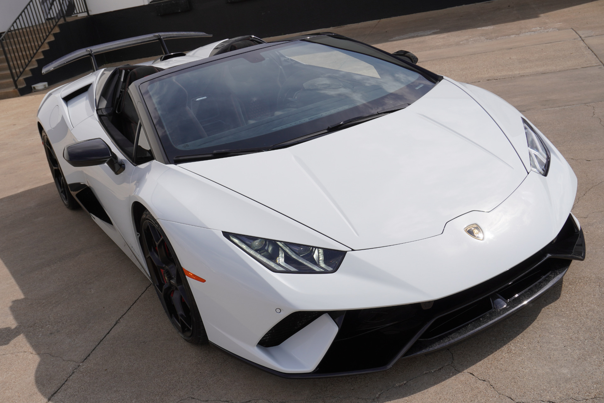 Used-2018-Lamborghini-Huracan-LP-640-4-Performante-Spyder