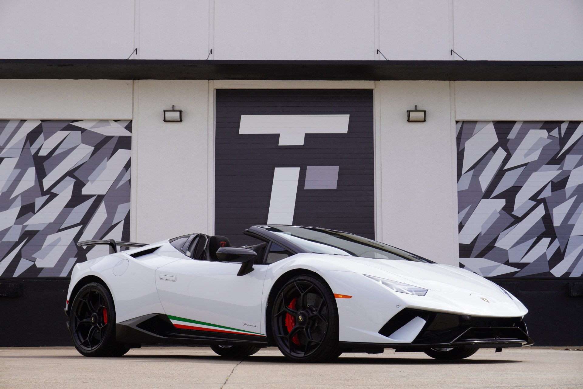 Used 2018 Lamborghini Huracan LP 640-4 Performante Spyder | Addison, TX