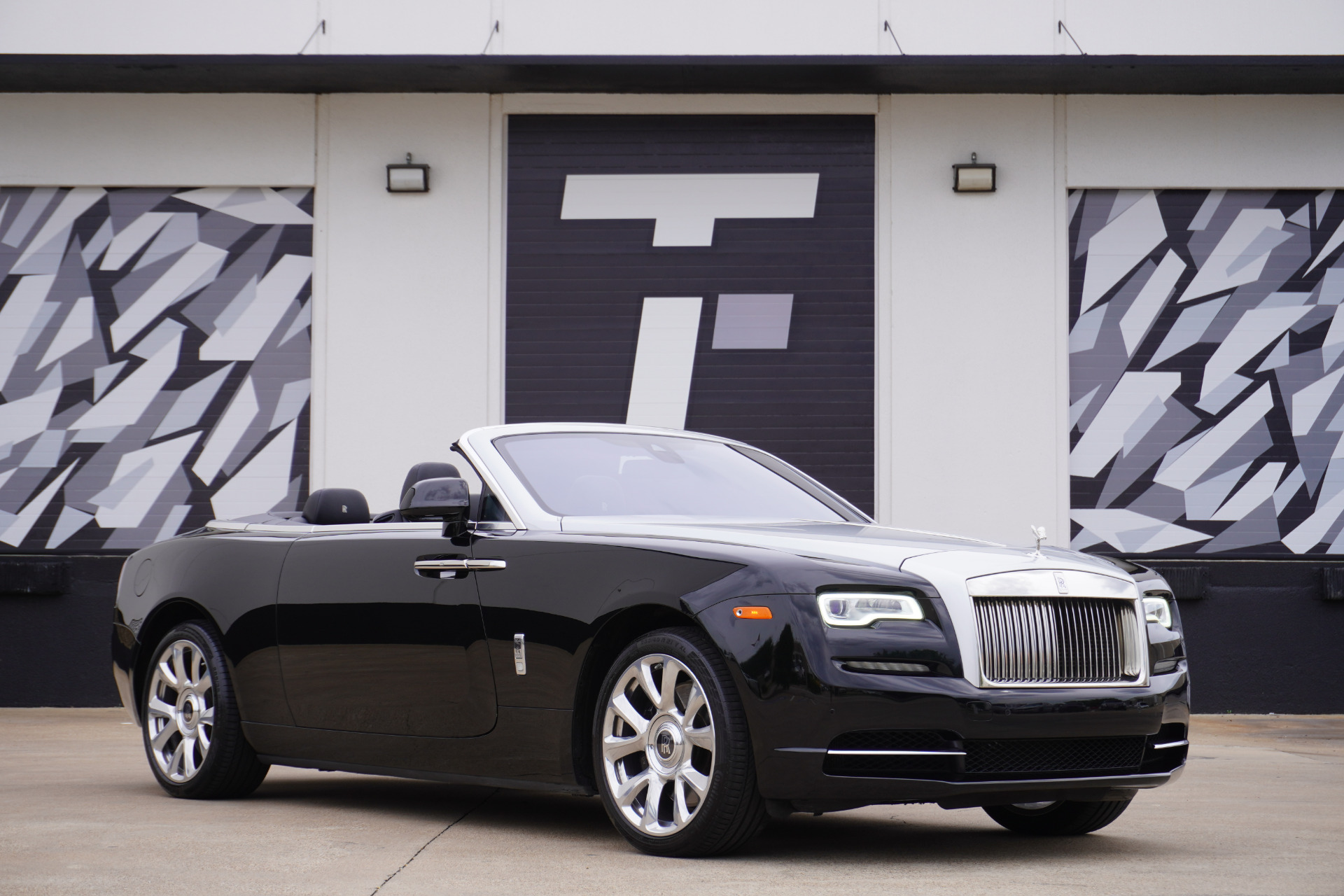 Used 2017 Rolls-Royce Dawn  | Addison, TX