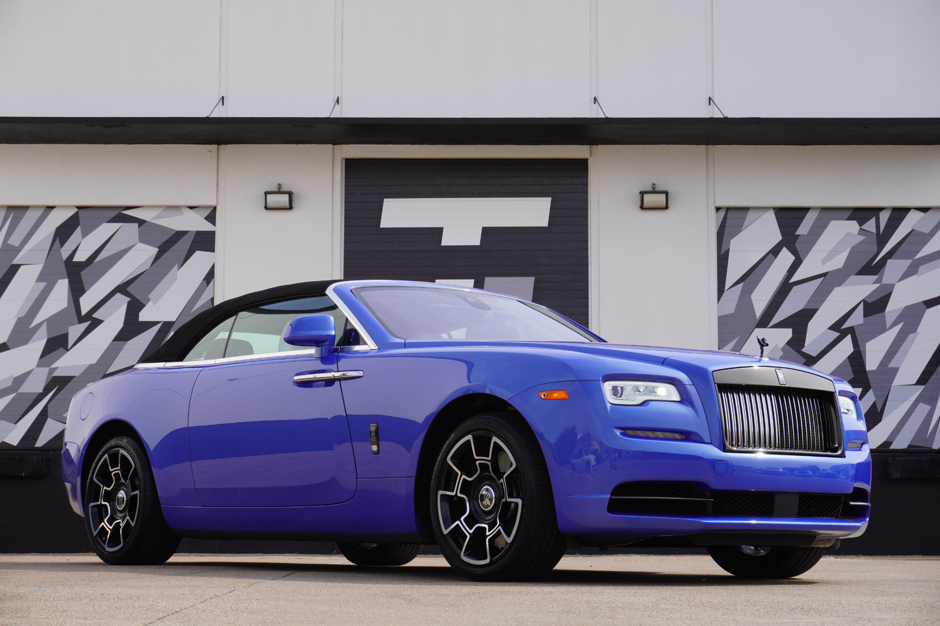 Used-2019-Rolls-Royce-Dawn-Black-Badge